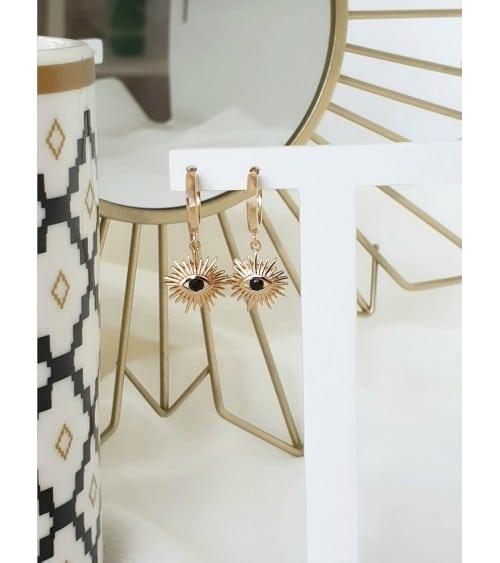 Boules d'oreilles créoles en plaqué or avec un pendant soleil agrémenté d'une pierre de synthèse noire