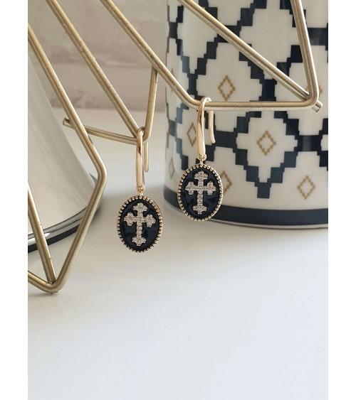 Boucles d'oreilles pendantes en plaqué or avec croix en oxyde de zirconium sur émail noir