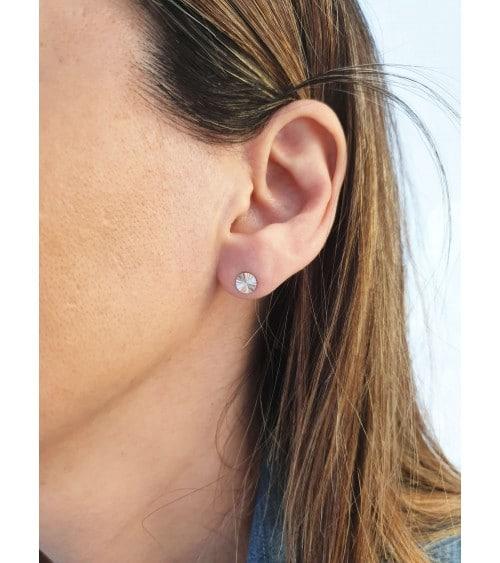 Boucles d'oreilles pastille striée en argent 925/1000 rhodié, avec poussettes