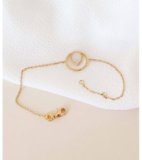 Bracelet en plaqué or avec en forme de goutte une pierre de lune (longueur 18 cm réglable à 16 cm)