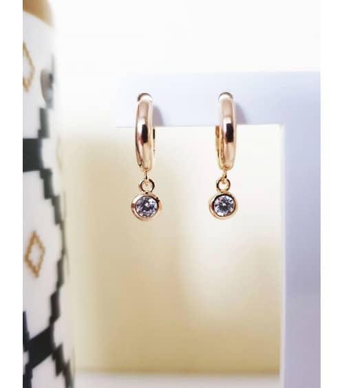 Boucles d'oreilles créoles (diamètre 10,5 cm)  en plaqué or avec un pendant rond serti d'oxyde de zirconium