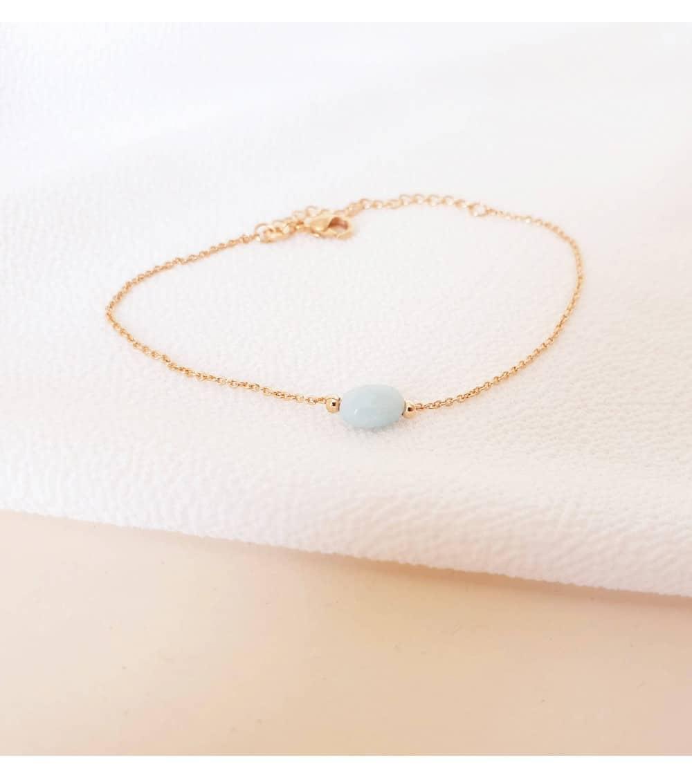 Bracelet en plaqué or avec une pierre amazonite ovale, en longueur 18 cm réglable à 16 cm