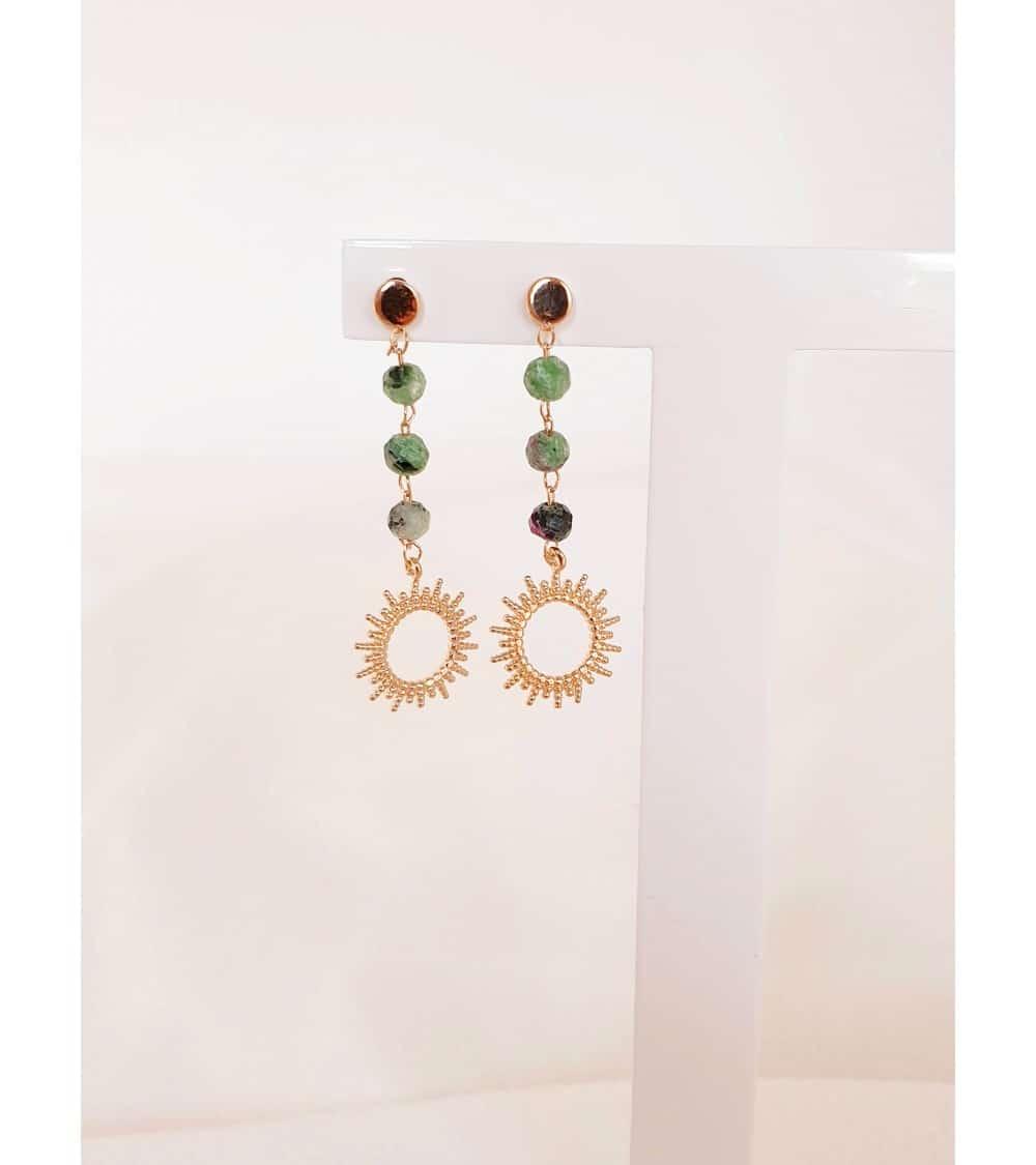 """Boucles d'oreilles """"soleil"""" en plaqué or avec des pierres en rubis-zoïsite"""