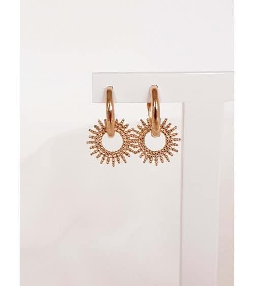 """Boucles d'oreilles créoles en plaqué or avec un """"soleil"""" pendant"""