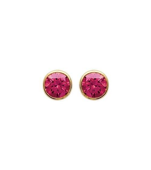 Boucles d'oreilles en plaqué or serties clos avec oxydes de zirconium teintés rouge, avec poussettes (diamètre 6 mm)