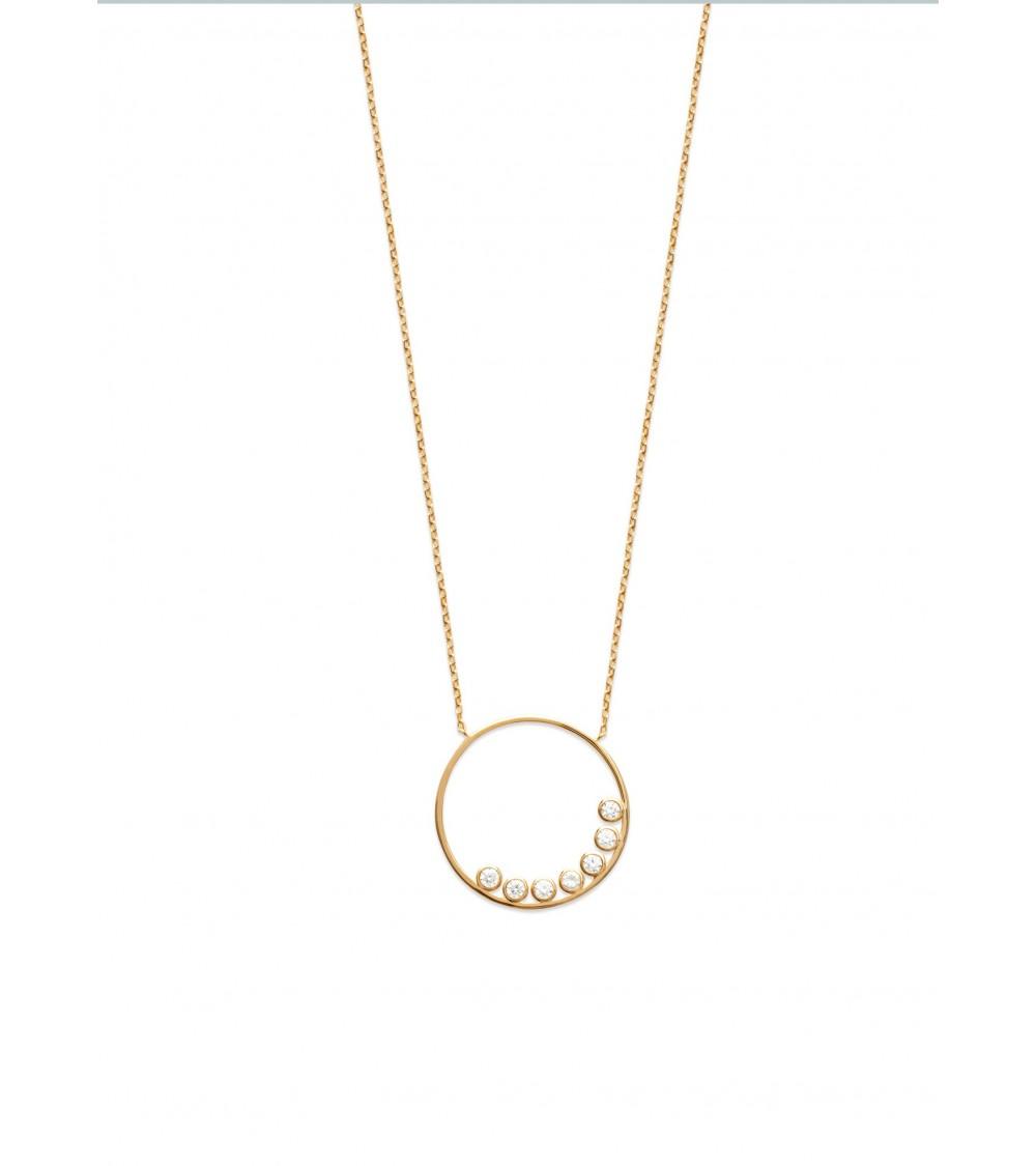 Collier en plaqué or avec un anneau comportant 7 oxydes de zirconium