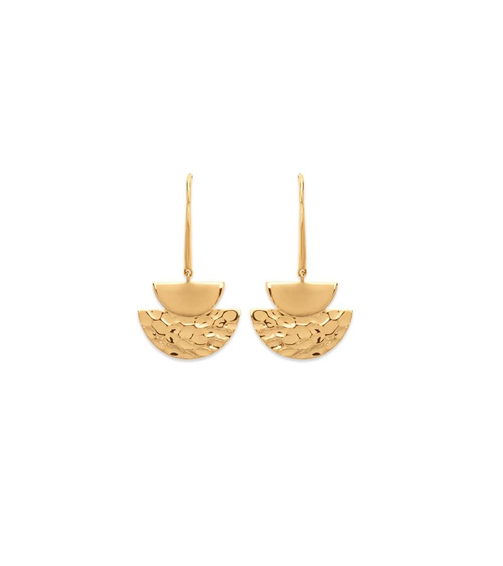 Boucles d'oreilles demi sphères, l'une en plaqué or martelé, l'autre en plaqué or lisse, avec crochets