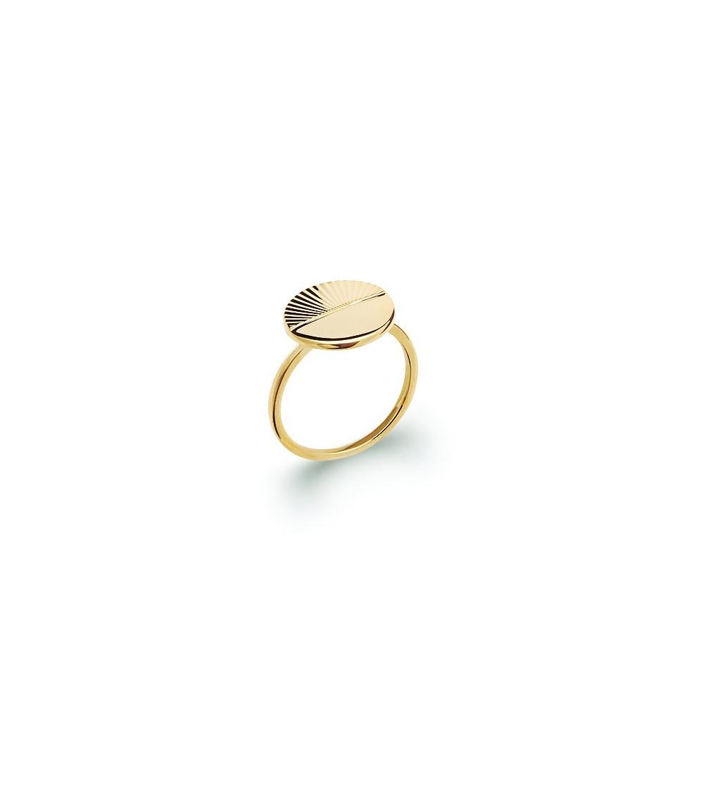 Bague en plaqué or avec rond moitié lisse et moitié strié
