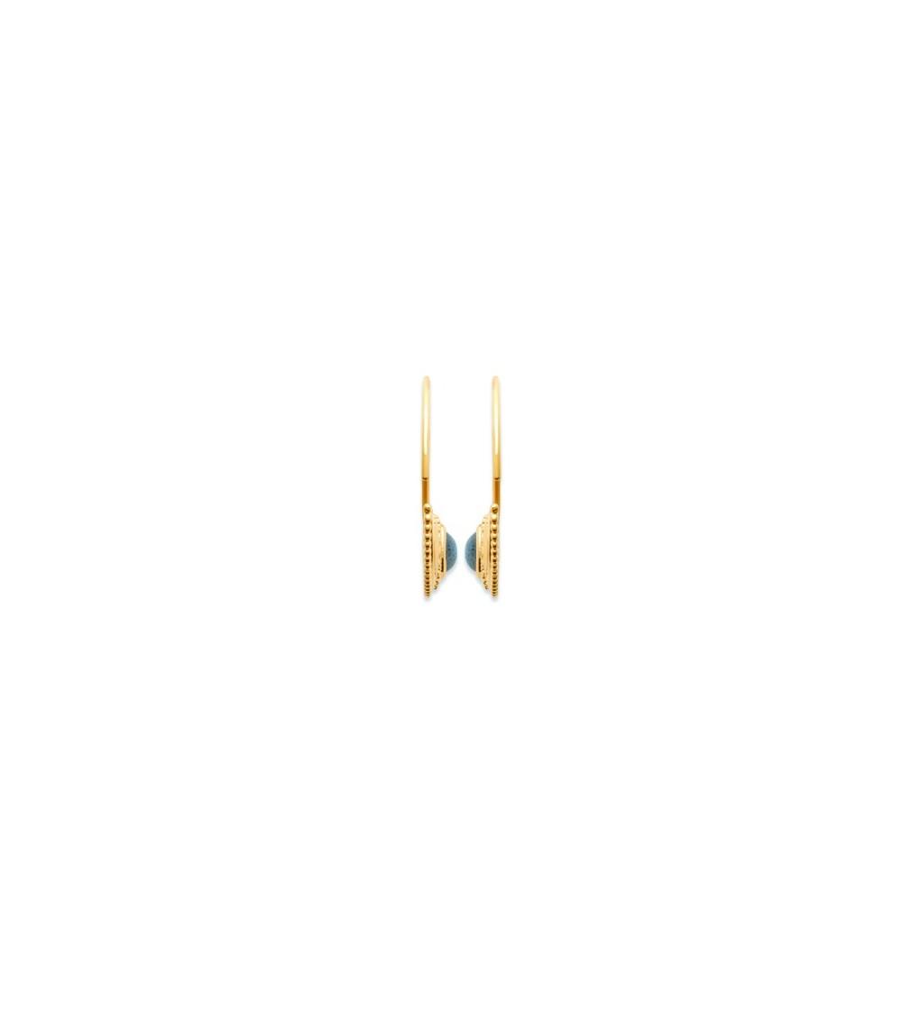 Boucles d'oreilles créoles ouvertes en plaqué or,  agrémentée d'une demi sphère sertie d'une pierre labradorite