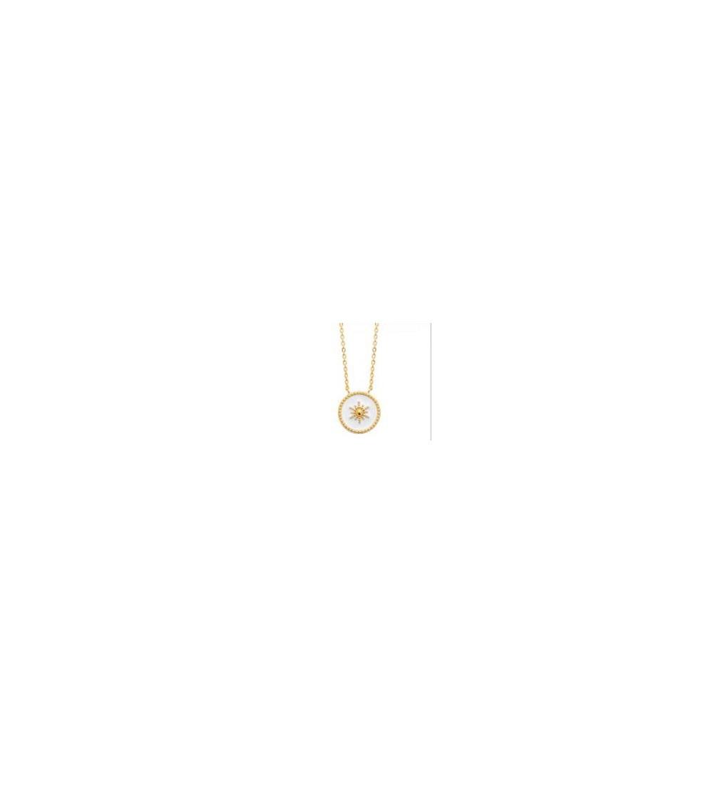 Collier en plaqué or avec une pastille étoilée en émail blanc, en longueur 45 cm réglable en 42 et 40 cm