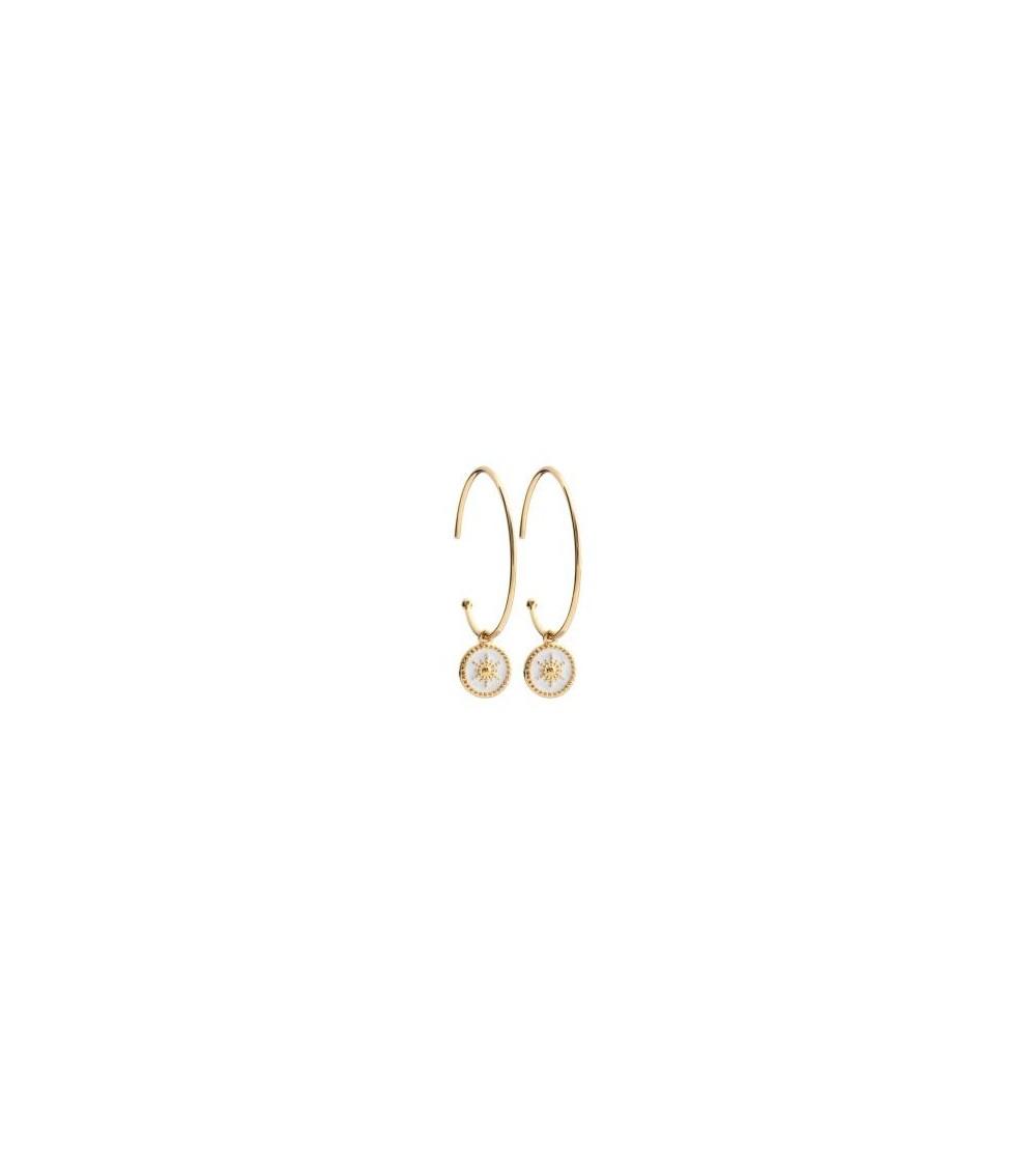 Boucles d'oreilles créoles ouvertes avec une pastille pendante étoilée en émail blanc