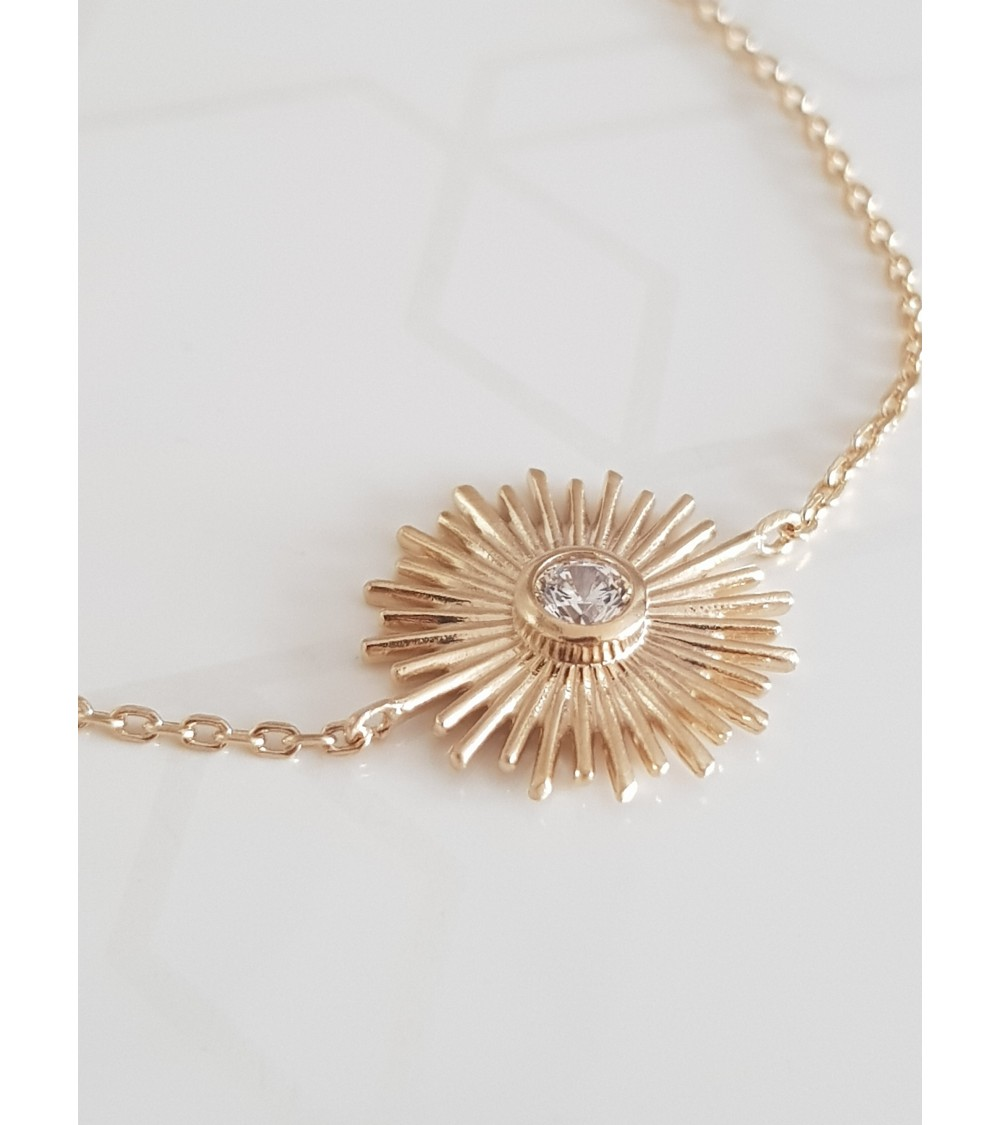 """Bracelet """"soleil"""" en plaqué or avec un oxyde de zirconium en son centre (longueur 18 cm réglable à 16 cm)"""