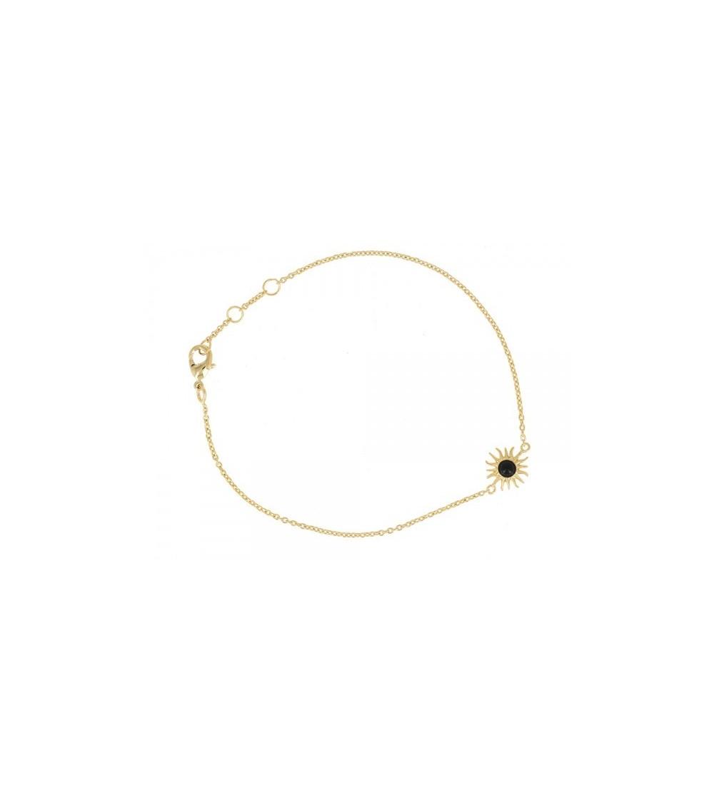 Bracelet en plaqué or, avec motif soleil comportant en son centre un onyx (longueur 17 cm réglable en 18 et 19 cm)