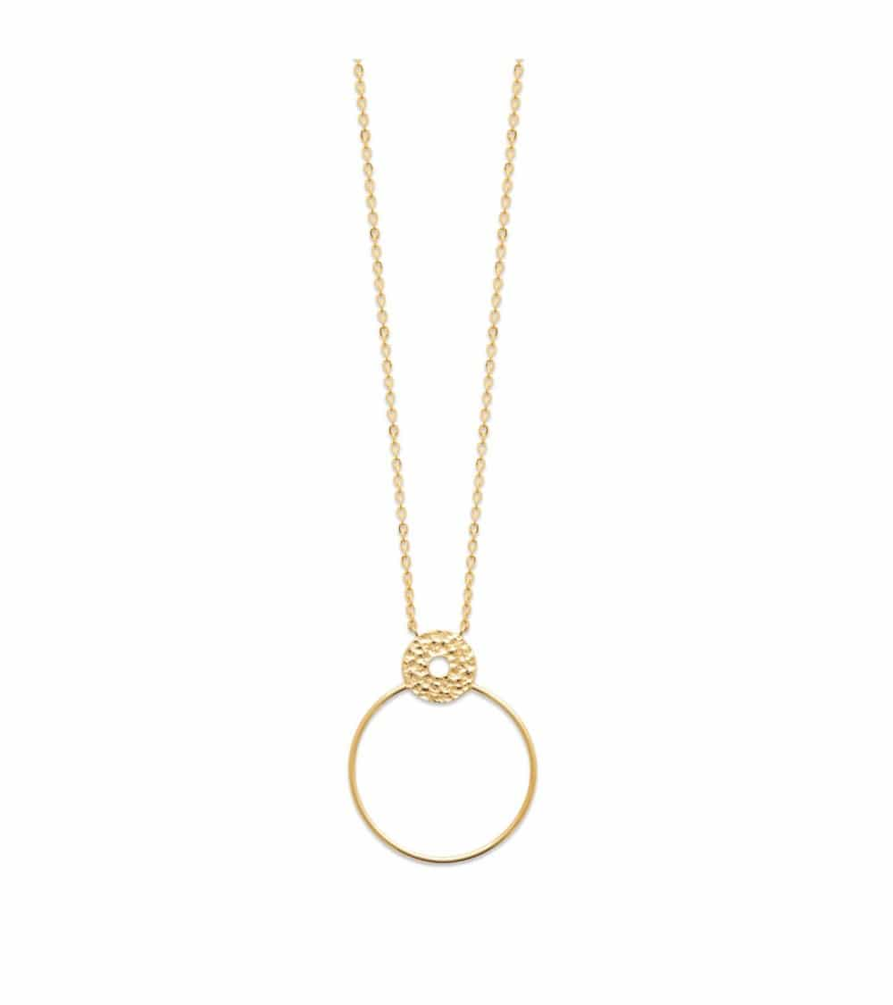 Collier en plaqué or double anneau dont l'un est en plaqué or martelé (longueur 45 cm réglable à 42 et 40 cm)