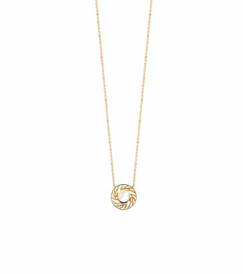 Collier en plaqué or avec en son centre un rond serti de nacre (longueur 45 cm réglable en 42 et 40 cm)