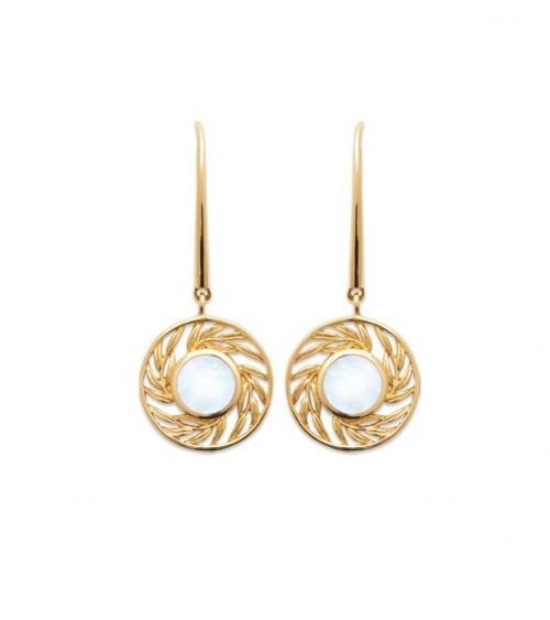 Boucles d'oreilles en plaqué or avec au centre un rond serti de nacre, avec crochets
