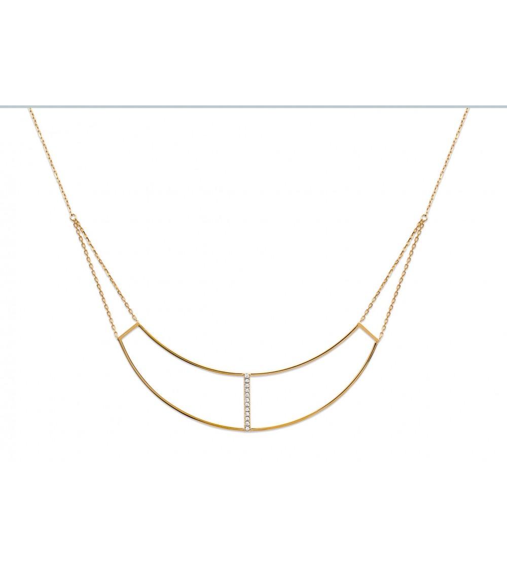 Collier en arc de cercle en plaqué or, orné d'une petite barre sertie d'oxydes de zirconium (longueur 45 cm réglable à 42 cm)