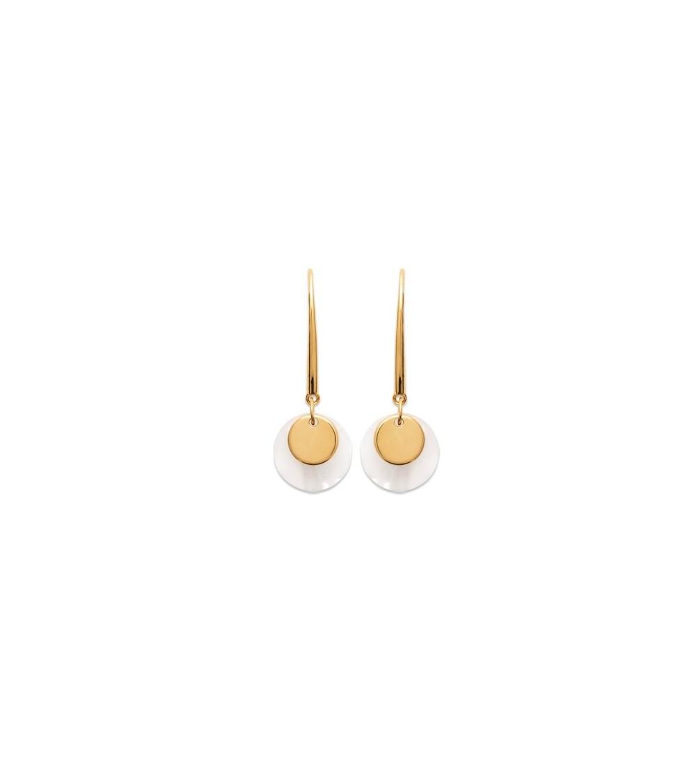 Boucles d'oreilles pendantes en plaqué or comportant 2 pastilles, l'une en nacre, l'autre en plaqué or, avec crochets
