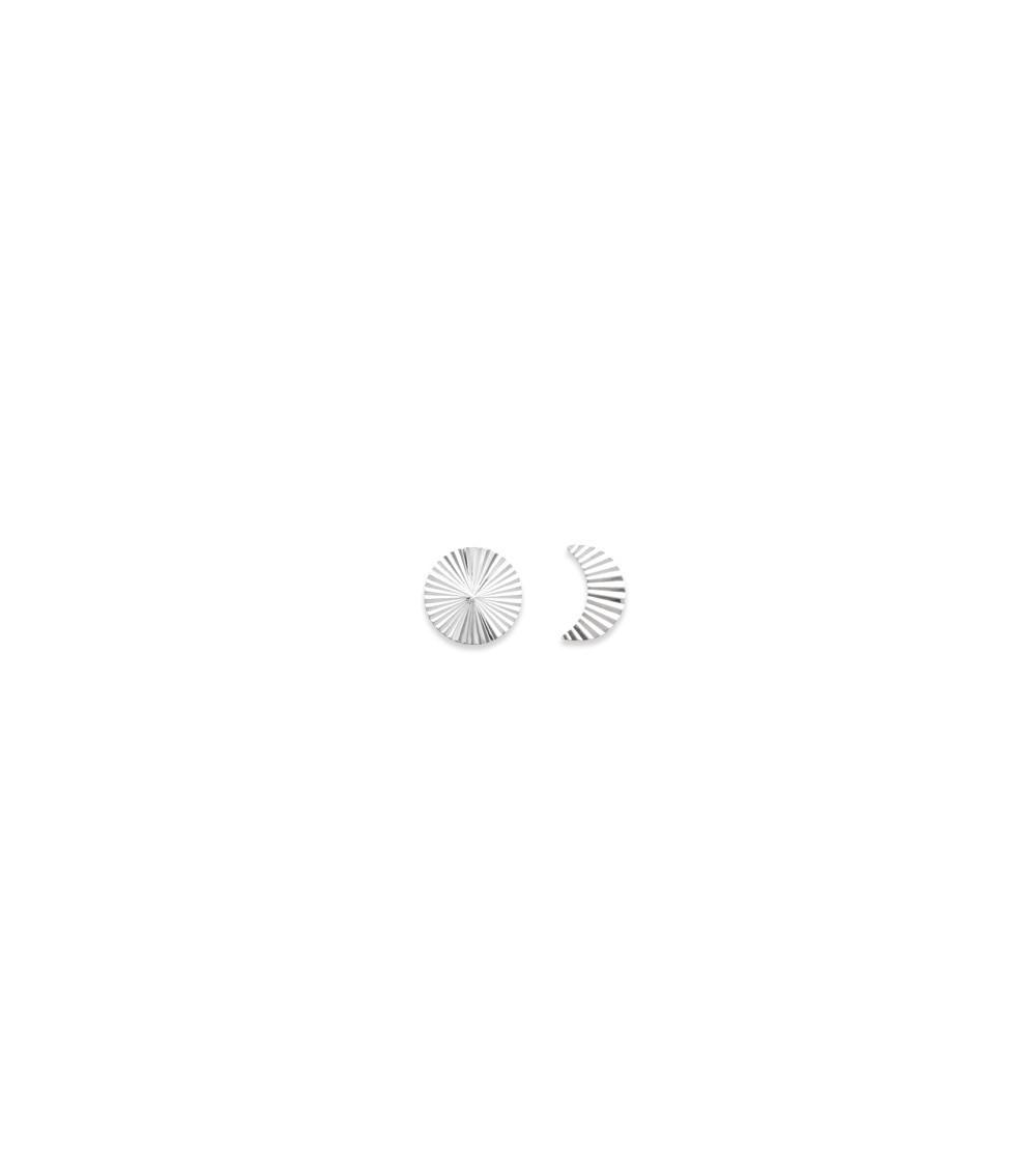 Boucles d'oreilles en argent 925/10000 rhodié, motif pastille striée pour l'une et lune striée pour l'autre