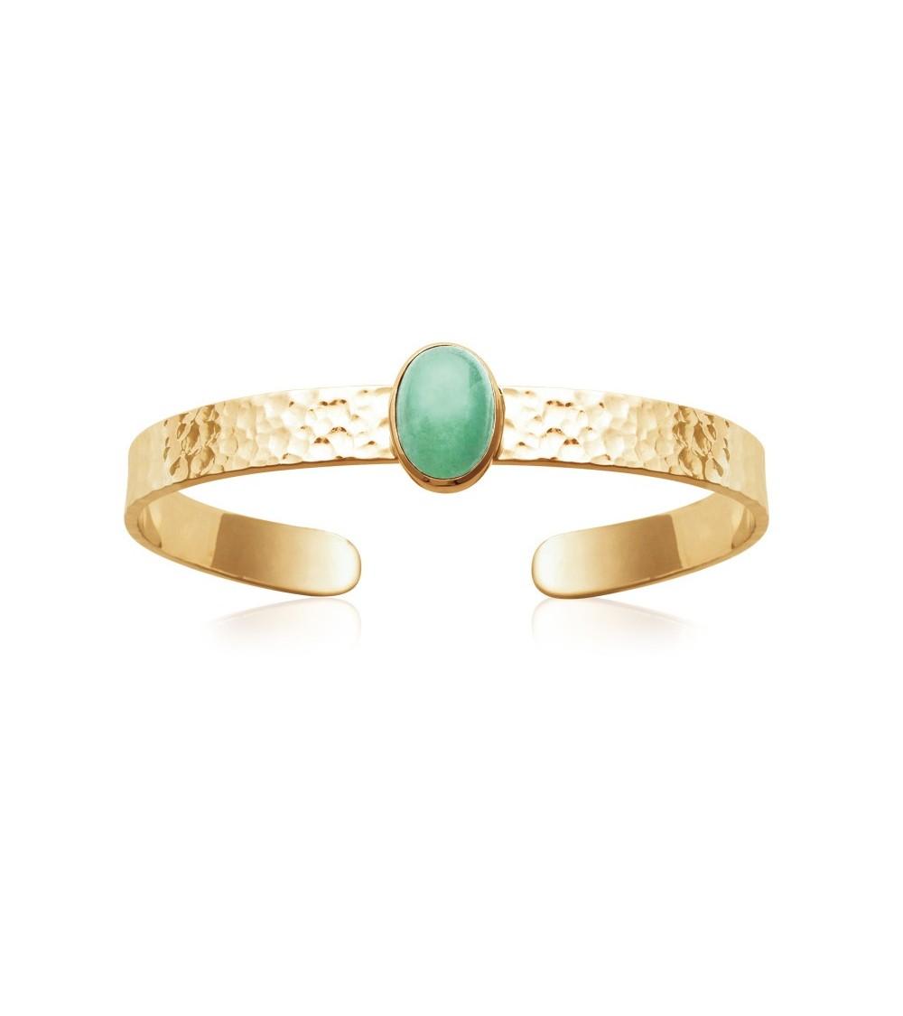 Bracelet rigide ouvert en plaqué or martelé agrémenté d'une pierre ovale en aventurine (diamètre 58 cm)