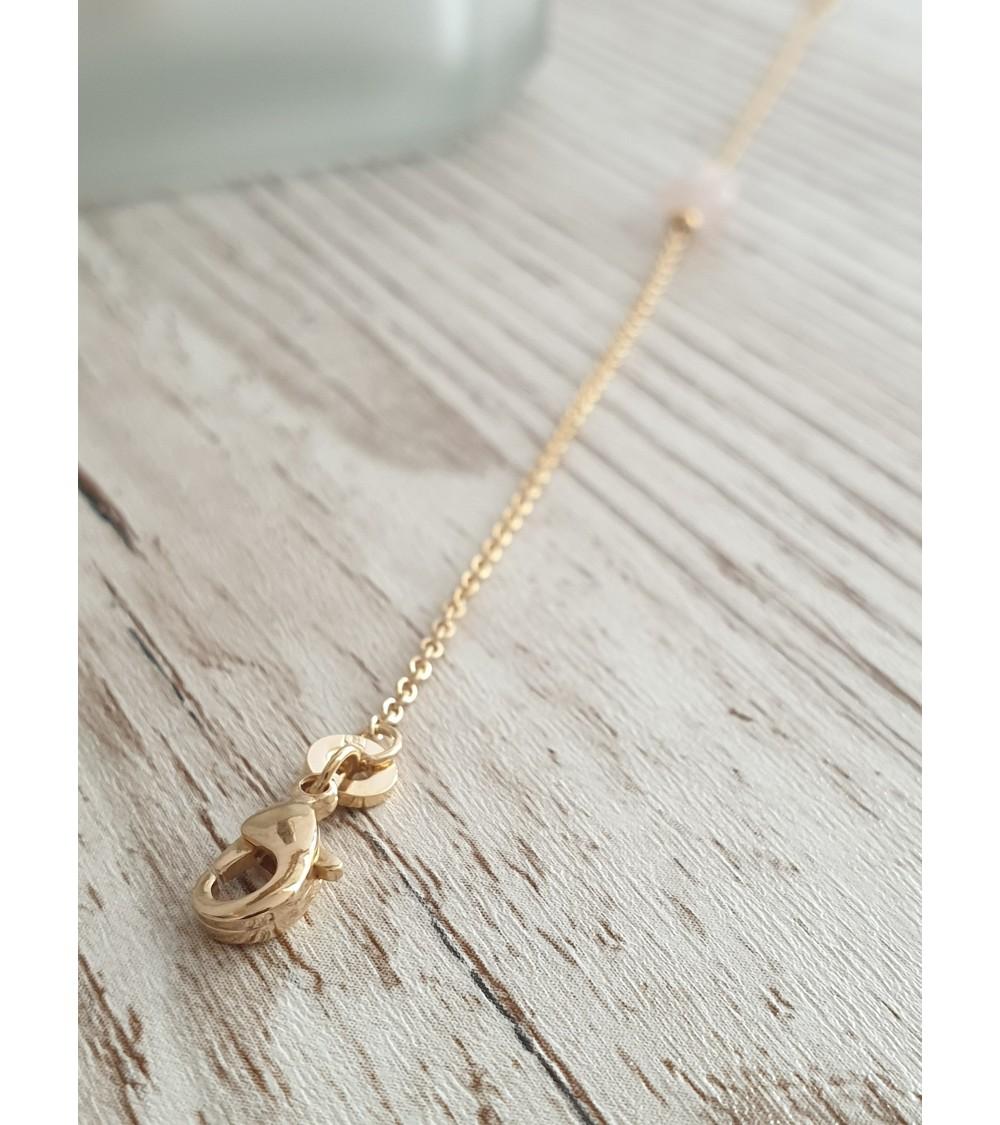 Bracelet en plaqué or avec une pierre ovale en quartz, en longueur 18 cm réglable à 16 cm