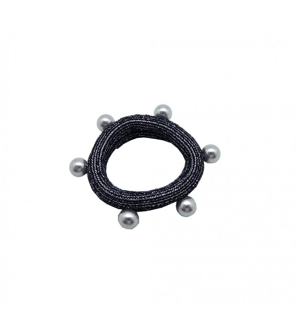 Chouchou en tissu élastique noir à liseré pailleté argenté agrémenté d'imitation perles grises cloutées