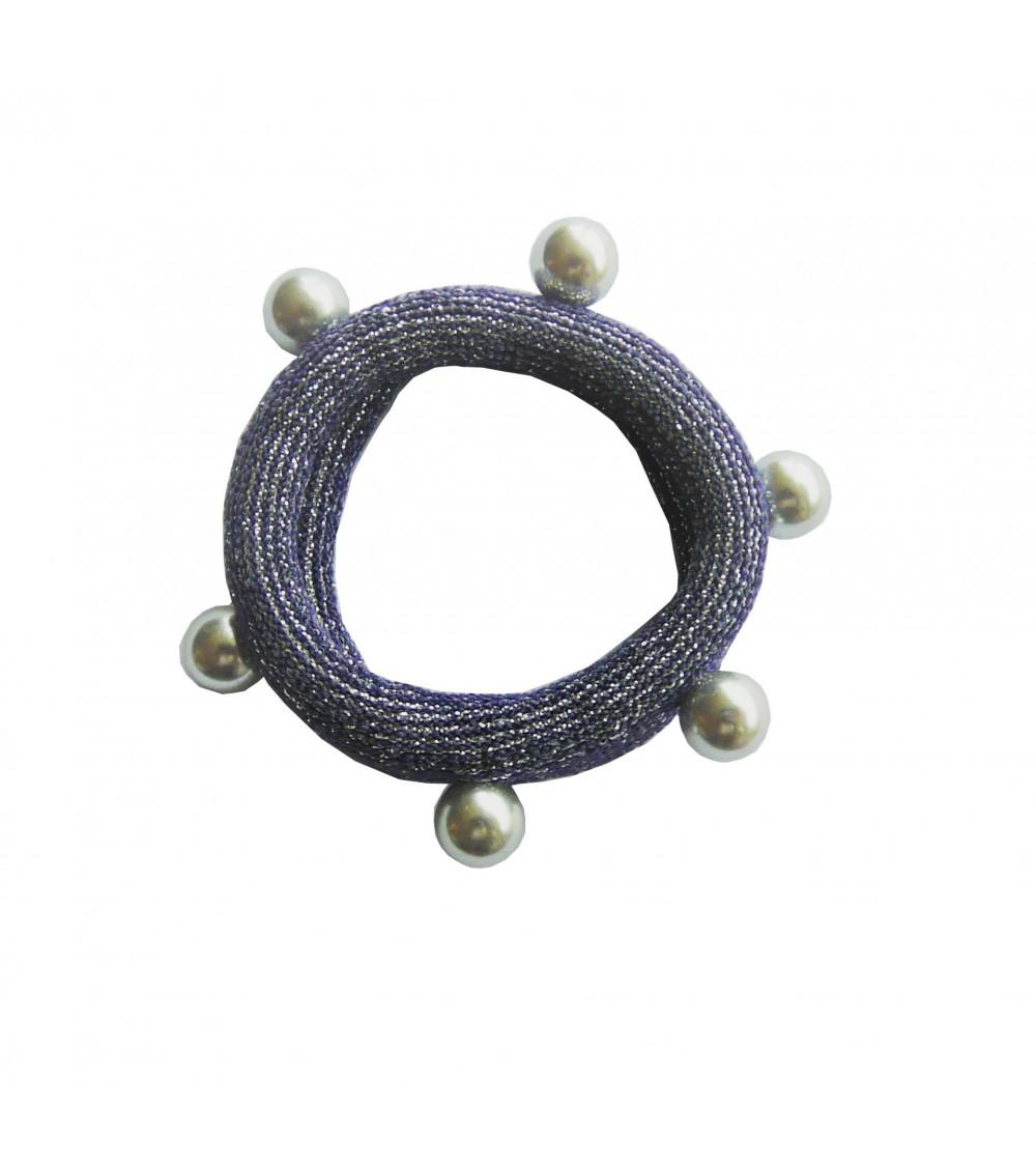 Chouchou en tissu élastique bleu marine à liseré pailleté argenté agrémenté d'imitation perles grises cloutées