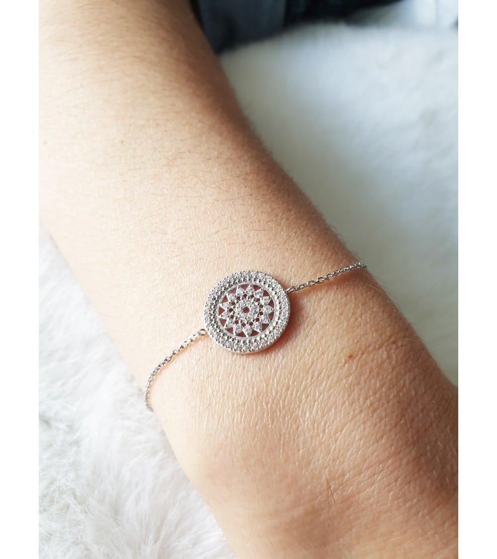 Bracelet en argent 925/1000ème rhodié serti d'oxydes de zirconium ,longueur 18cm réglable à 16cm