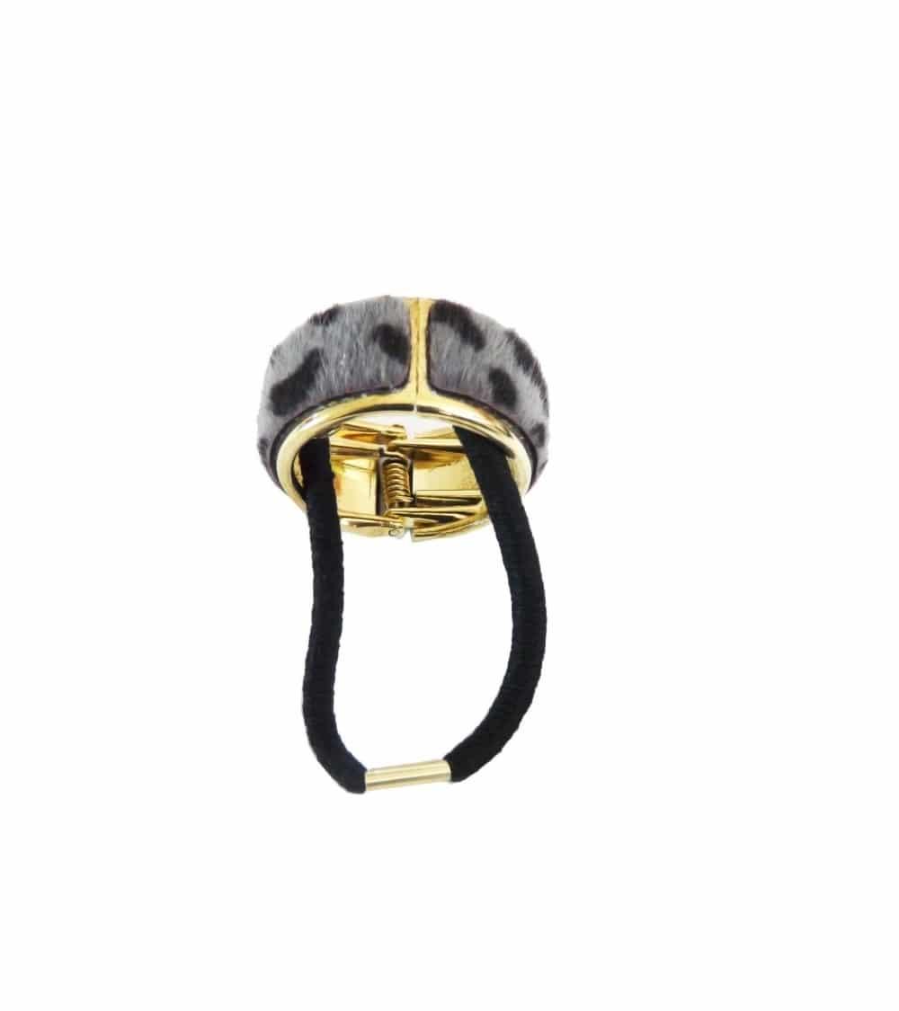 """Chouchou élastique avec un anneau en métal doré (diamètre 3 cm) recouvert de fourrure synthétique """"léopard gris"""""""
