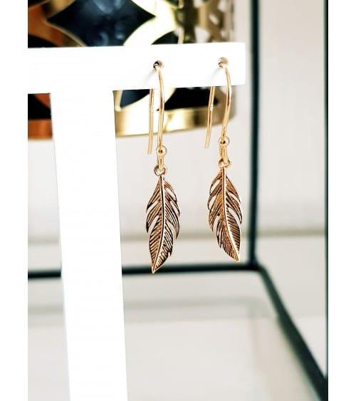 """Boucles d'oreilles """"plume"""" en plaqué or avec crochets"""
