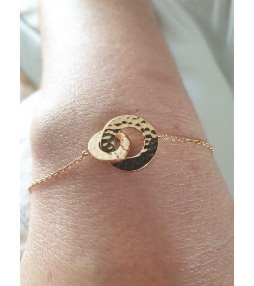 Bracelet double anneau en plaqué or martelé, en longueur 18 cm réglable à 16 cm