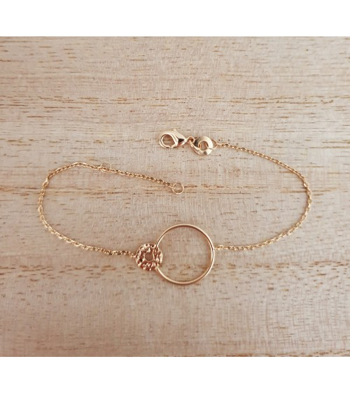 Bracelet en plaqué or double anneau dont un en plaqué or martelé (longueur 18 cm réglable à 16 cm)