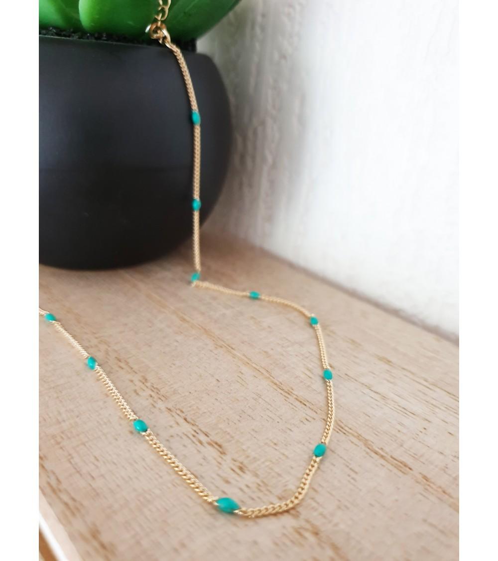 Collier en plaqué or avec petites pierres ovales de couleur turquoise (longueur 45 cm réglable jusqu'à 40 cm)