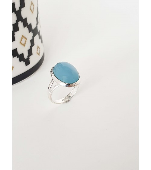 Bague en argent 925/1000ème avec une pierre calcédoine bleue