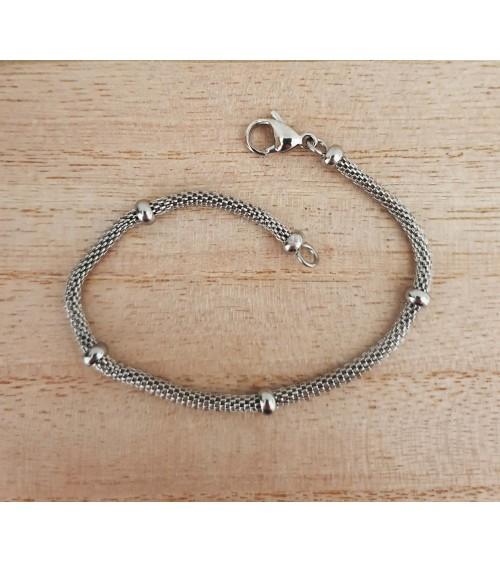 Bracelet en acier souple agrémenté de boules, en longueur 19 cm
