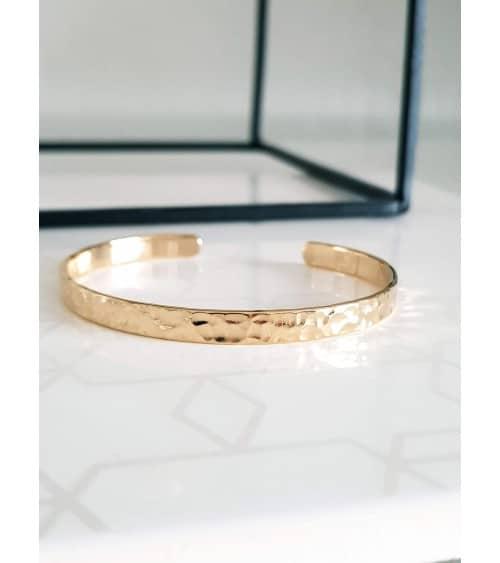 Bracelet ouvert en plaqué or martelé (diamètre 56 cm)