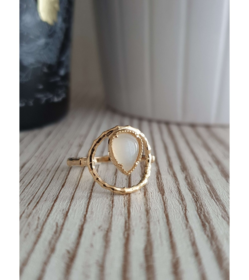 Bague en plaqué or avec en forme de goutte une pierre de lune