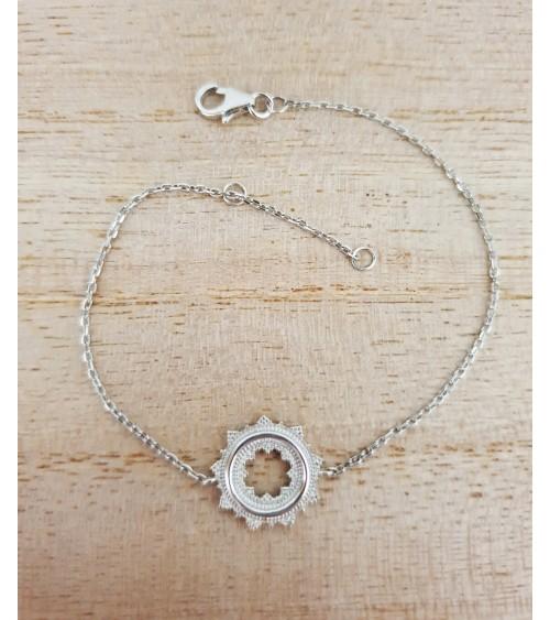 Bracelet en argent 925/1000 rhodié avec rond dentelé, en longueur 18 cm réglable à 16 cm