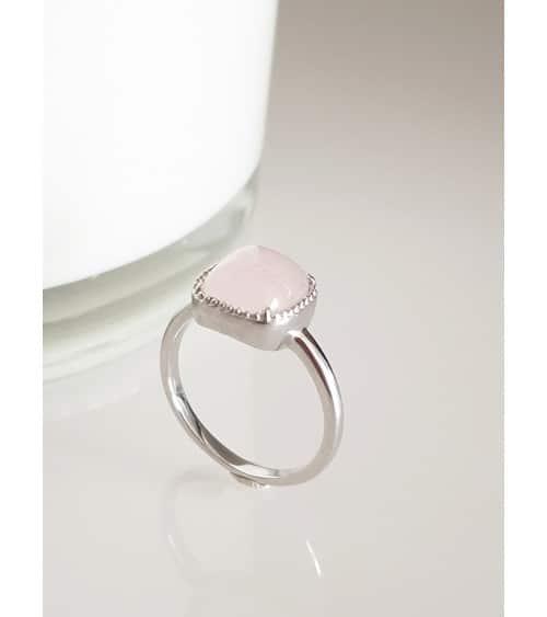 Bague en argent 925/1000 rhodié surmontée d'un carré en quartz rose