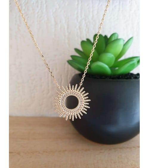 """Collier """"soleil"""" en plaqué or serti en son centre d'oxydes de zirconium (longueur 45 cm réglable à 42 et 40 cm)"""